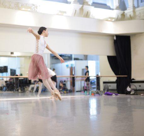 Rina Kanehara rehearsing La Sylphide © Laurent Liotardo